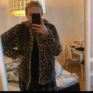 Leopard jacka använd typ 2 ggr. Från vero Moda. Storlek S.