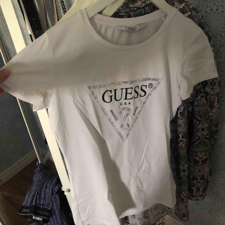 Helt oanvänd guss tröja Köparen står för frakten  . T-shirts.