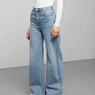 Hej! Jag söker dessa jeans (modellen Ace) i storlek 25/30 från Weekday i antingen färgen Air Blue eller San Fran Blue! 💖💖