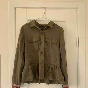Snygg militärgrön jacka köpt på zalando