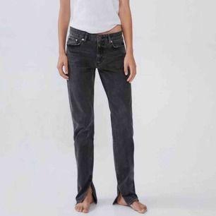 Populära jeansen från zara med slits! Kom med bud