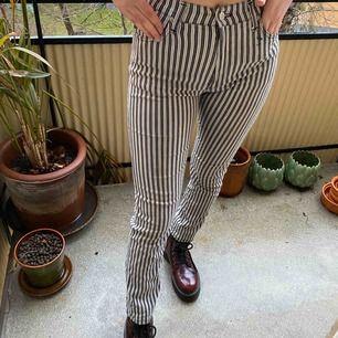 Ett par stretchiga jeans från Henry Choice🌚 Har dock en liten blå färgfläck på ena framfickan!