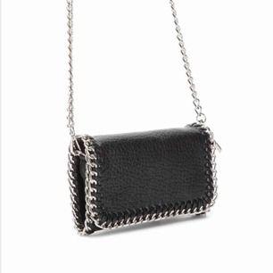 Priscilla väska S från Scorett. Köpt förra sommaren men knappt använd. Ser helt ny ut. Pris kan diskuteras 🥰