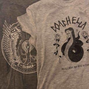 T-shirts, alla i strl s. Olika märken men typ hm, stradvarius. 30kr/st eller 100 för alla 4, frakt tillkommer