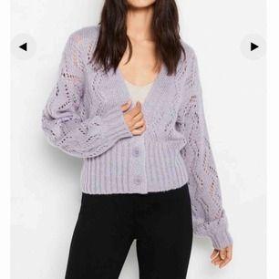 Säljer denna superfina koftan i en lavendel lila färg från Lindex som endast är använd två gånger💜