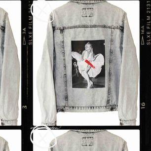Mitt uf företag säljer jeansjackor med tryck i unisex. Perfekt julklapp!!! Instagram @chuko_uf😍 Fast pris 299+ 99kr frakt