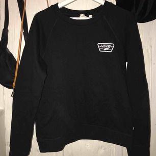 Svart vans sweatshirt, använd fåtal gånger, 100+ frakt tillkommer