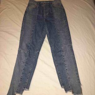 Jeans från never denim i mom-jeans modell. Supersnygga men var tyvärr lite stora för mig som är väldigt liten, därav varför jag säljer dem.  Köparen står för frakt 💕😇