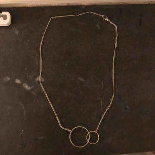 Fint guldfärgat halsband. Frakt ingår i priset 🥰