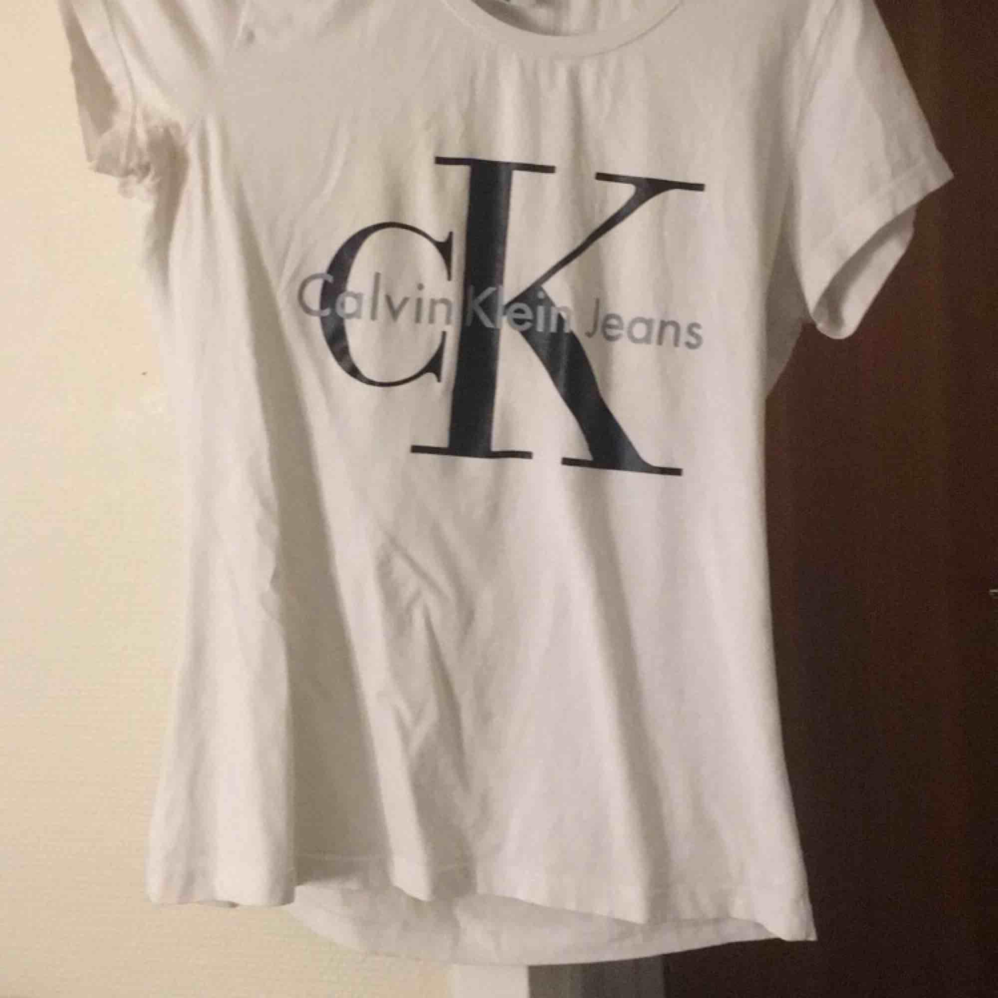 Aldrig använd Ck tröja. T-shirts.