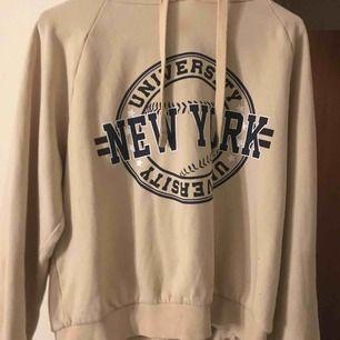 Jättefin hoodie ifrån Gina tricot! Använd 2 ggr max