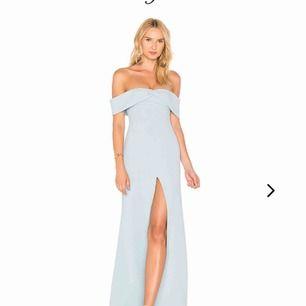 Såå fin Lover + friends dress i en ljusblå färg. Köpt i våras för att ha på bal, men hittade de en annan. Aldrig använd och har lappen kvar. Frakt exkluderad i priset 🥰🥰