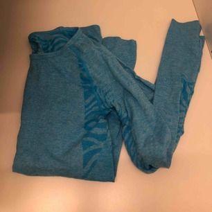 Blå träningströja storlek s