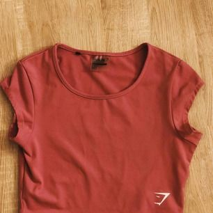 T-shirt från gymshark😍 frakten ingår i priset💓💓