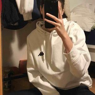 Kappa hoodie i bra skick! Säljer pga att den inte kommit till användning :( köparen står för frakt <3