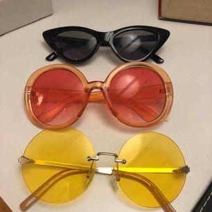 Solglasögon, 100 styck. Alla är hela och rena.
