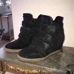 Säljer snabbt, isabel marant liknande skor. Varma och passar även storlek 38.