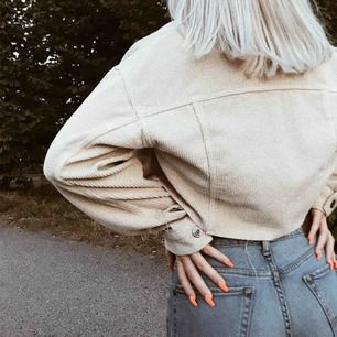 Beige Manchester jacka från Urban Outfiters 💫