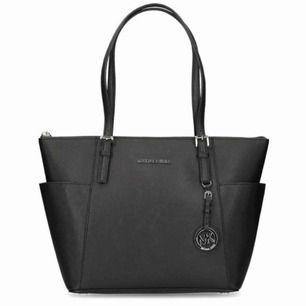 Så fin väska äkta, kvitto finns ❤️❤️❤️ original pris 3000