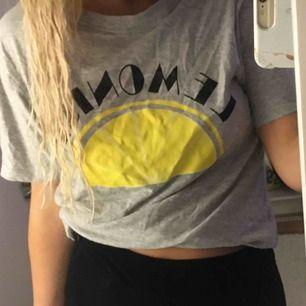 T-shirt frakt=20