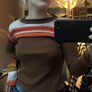 Säljer min jättefina glittriga tröja från zara, andvänd fåtal gånger och därav fint skick. Möts upp i Stockholm!