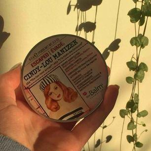 """Jag säljer min Cindy-Lou Manizer från The Balm. Den är """"lättanvänd"""" därför priset, har sätt till att piffa upp den och rengöra den så bra som möjligt! Nypris ligger vid 250-300kr⭐️ Köparen står för frakt 36kr!💕"""