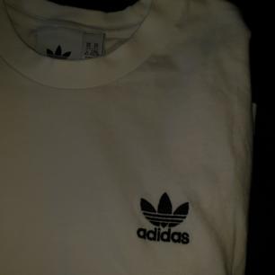 Adidas-tshirt, använd en gång! Frakt på 30 kr tillkommer 💌