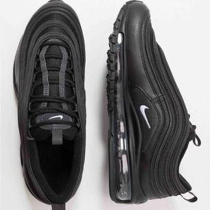 Helt nya Nike air Max 97 storlek 37,5. Köpta i USA för 2000. Säljs pågrund av fel storlek.