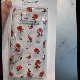 Genomskinligt skal med rosor för iPhone X/XS. Oanvänt, köpte fel storlek. Kan mötas upp i Sthlm, annars står köparen för frakt😘