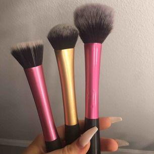 50kr/st eller 140kr för alla 3. Båda till vänster är från RT, den stora rosa vet ej men superbra! Bara rosa till vänster kvar!!!