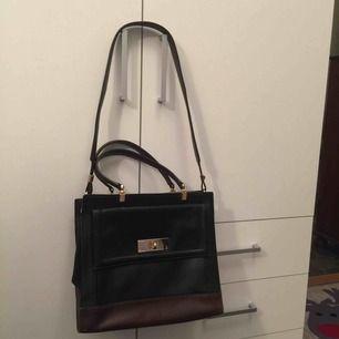 Kate spade new york väskan köpt i USA.