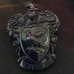 En Ravenclaw Pin i grått/silver färg, Gammalt pris- 124kr Nypris - 30kr