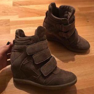 Bruna skor från Johanssons shoes, storlek 37. Väldigt sköna att gå i även fast det är klack! Obs. det är inte isabel marant skor.