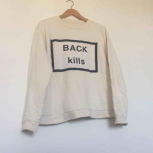 "Offwhite sweater från Ann-Sofie Back i stl 38. Stort tryck på framsidan med texten ""BACK KILLS"". Nypris runt 1500 kr. Frakt 63 kr."