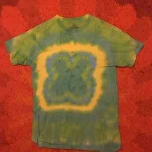 Cool grön tiedye tröja! Bra skick