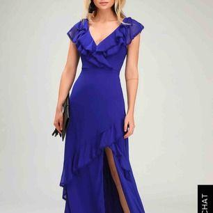 Säljer min balklänning, den är i en underbar blå färg från märket Lulus. Passar perfekt för 165-170, annars kan man bara sy upp💜 använd en gång, i toppen skick👍🏼 skriv gärna om du har frågor