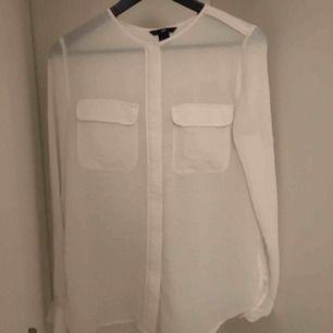 """Säljer denna oanvända skjorta 👚 """"genomskinlig"""" så snyggt med ett fint spets-linne eller en snygg topp tex 😻 man kan även knyta osv 🙈"""