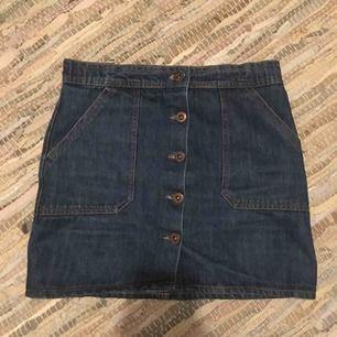 Skitsnygg jeanskjol , fick av en kompis men aldrig använd 🤪