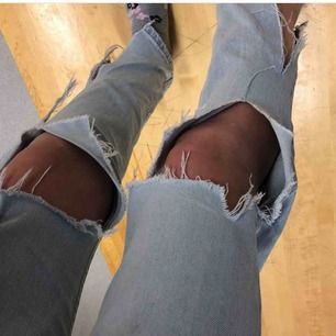 Ett par as snygga slitna jeans ifrån Nelly, använda 2-3 ggr. Köptes för 400 kr säljer för 100