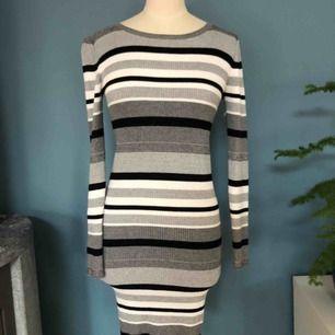 En tight superstretchig klänning. Bara använd en gång. Frakt 79kr:)