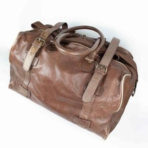 ZARA travel leather duffle weekend bag in brown Some signs of wear Measurements: Width: 47 cm; height: 38 cm; depth: 23 cm; strap: up to 144 cm Free shipping! Read the full description at our website majorunit.com No returns
