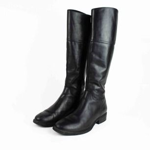 Vagabond leather riding boots in black Some signs of wear  Feels true to size Free shipping! Read the full description at our website majorunit.com No returns