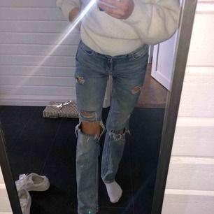 Jeans i fint skick ifrån H&M, passar mig som är 34/36 och är 163 cm. Nypris 399kr