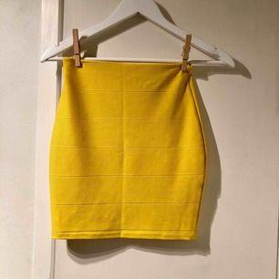 Söt gul kjol i fint skick! Köpare står för frakt :)