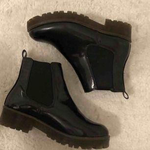 Säljer dessa helt oanvända skor från ASOS. Möts helst upp (Stockholm)