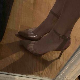 Steve Madden skor i strl 36, använda vid ett tillfälle.  8,5 cm klack. Finns i Helsingborg.