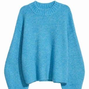 Mysig stickad tröja från h&m, färgen är ljusare i verkligheten💕