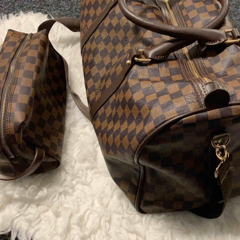 Ny väska inspirerad kabin väska Louis Vuitton   600kr recesser Louis Vuitton 300kr  Louis Vuitton Neverfull Large 800kr  mycket bra kopia bra kvalitet   Hämtas kan frakta spårbar 89kr . Väskor.