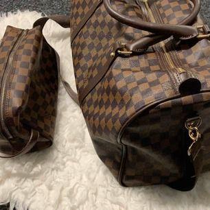 Ny väska inspirerad kabin väska Louis Vuitton   600kr   Louis Vuitton Neverfull Large 800kr  mycket bra kopia bra kvalitet   Hämtas kan frakta spårbar 89kr