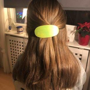 Grönt trä hårspänne